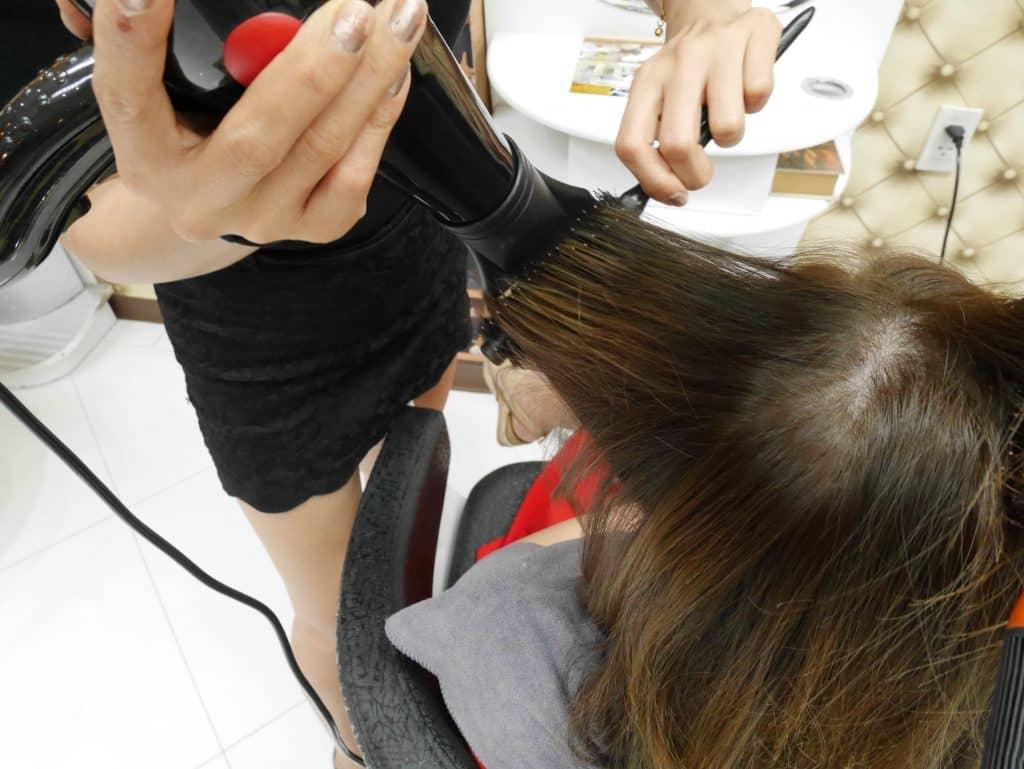 สมัครงานช่างตัดผม ช่างซอย ช่างทำเล็บรายได้ดี ร้านทำผมทำเล็บ ย่าน สีลม สุรวงศ์ ทองหล่อ รัชดา